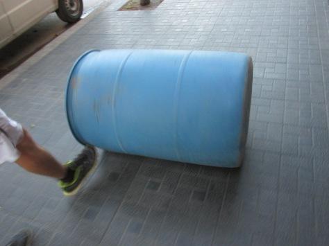 tacho azul - freddy soluciones practicas - casona dada agua -  diciembre 2013 - 01